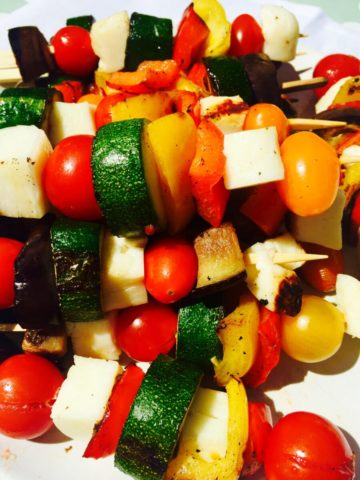 vegetable-kebabs-courgette-tomatoes-peppers-halloumi